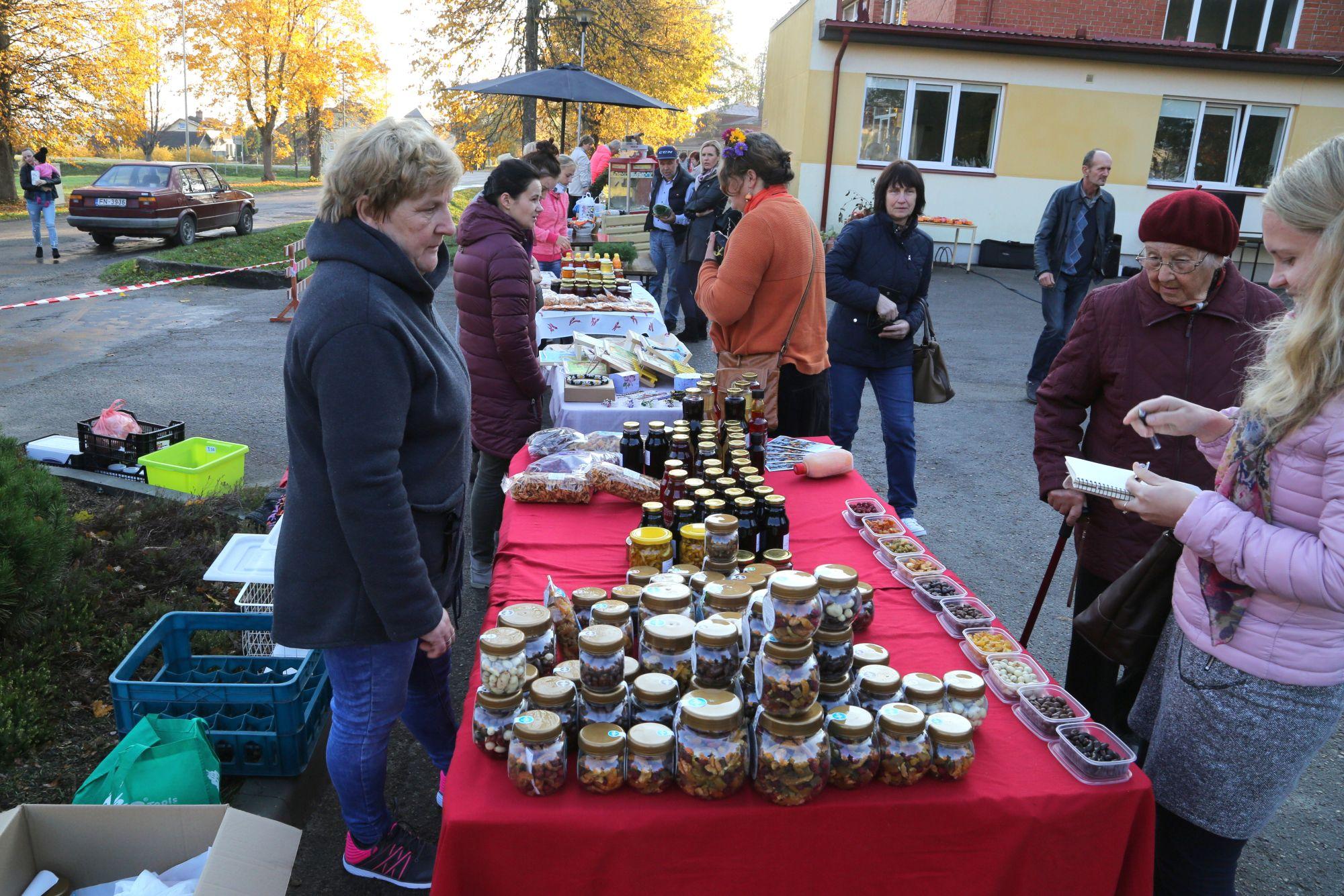 Ābolu tirgus Valdemārpilī