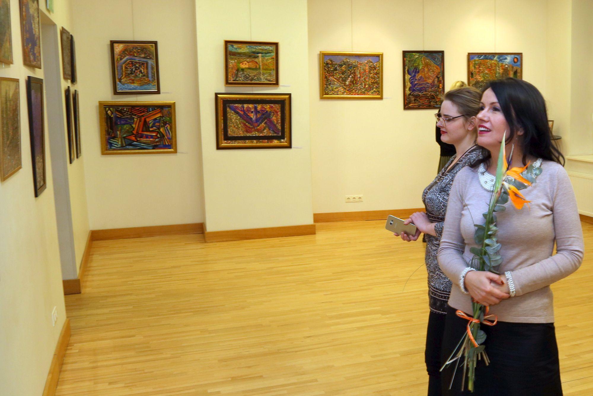 Harija Tālberga gleznu izstāde Talsu tautas namā