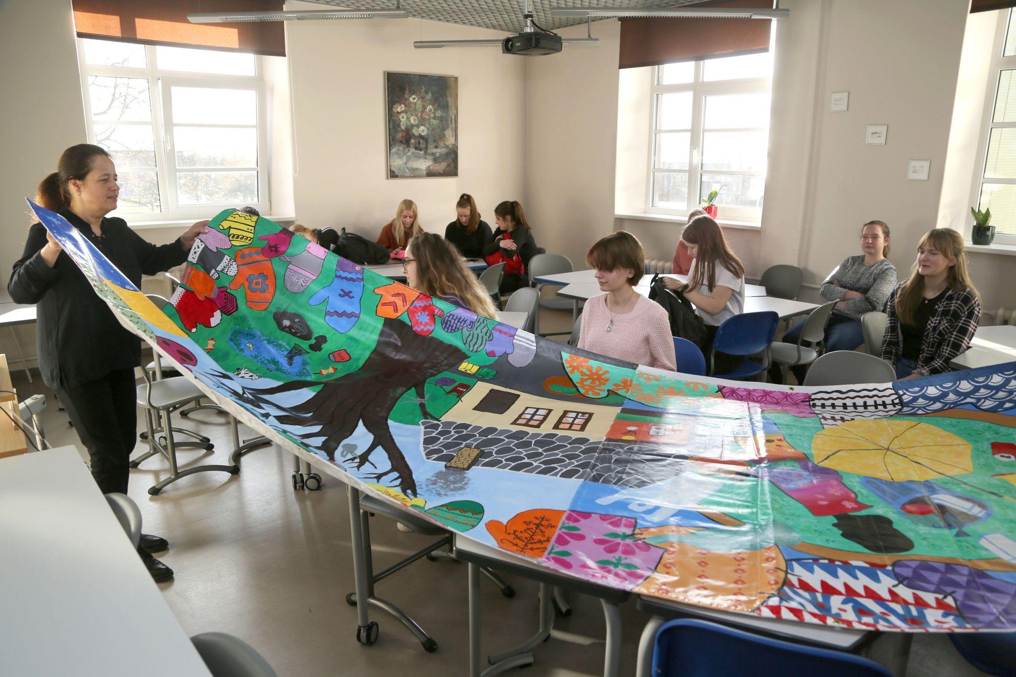 Talsu Valsts ģimnāzijas skolēnu mākslas darbs Japānas Olimpiskajām spēlēm