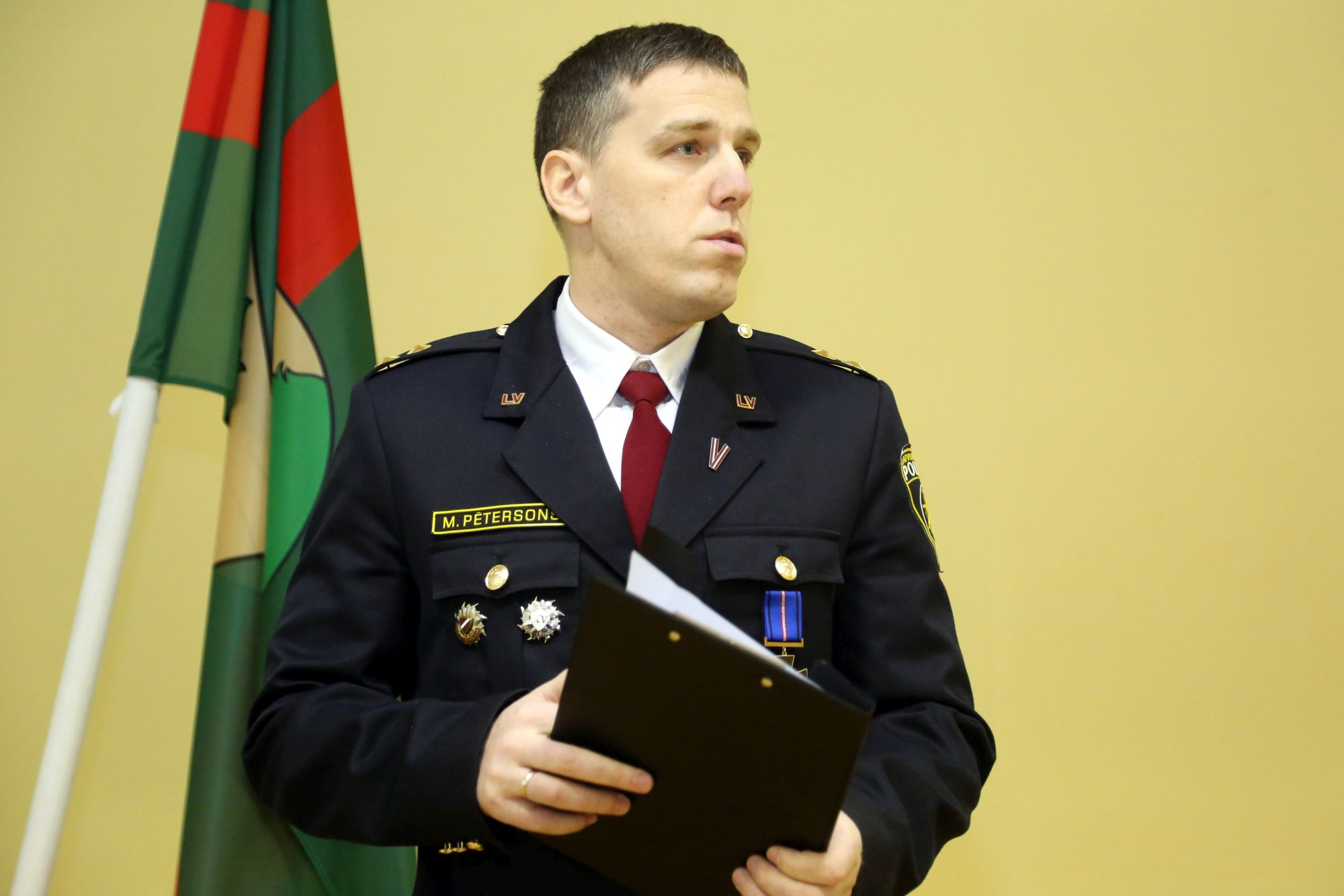 Valsts policijai — 100